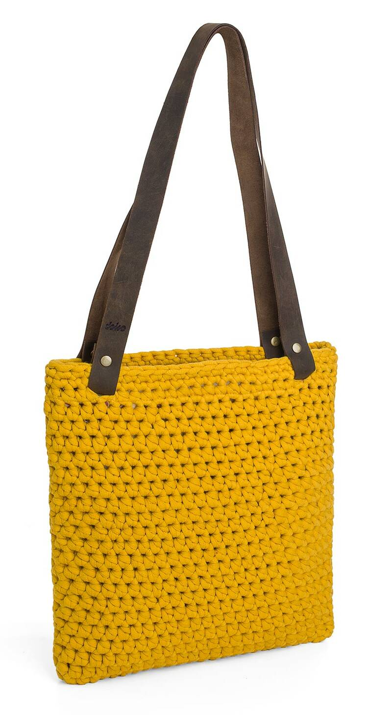 1fdde6b843 Velká háčkovaná kabelka s koženými uchy- gold